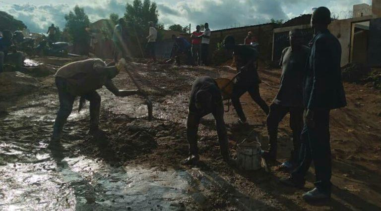 Commune III du District de Bamako: Sidiki Bengaly fait le bitumage de la route de Sokonafing Plateau