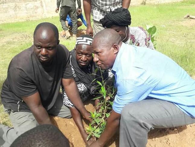 Kayes: l'Association des Ressortissants de Bélédougou contribue au reboisement des locaux de la Gendarmerie de Yelimané